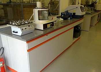 Centrífuga de bancada para laboratório