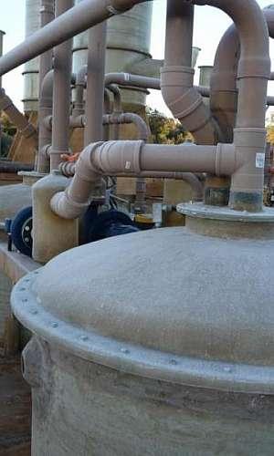 Sistema de tratamento de água e esgoto